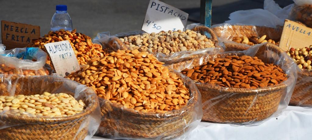 Mercado de frutos secos en Alicante. Variedad de frutos secos