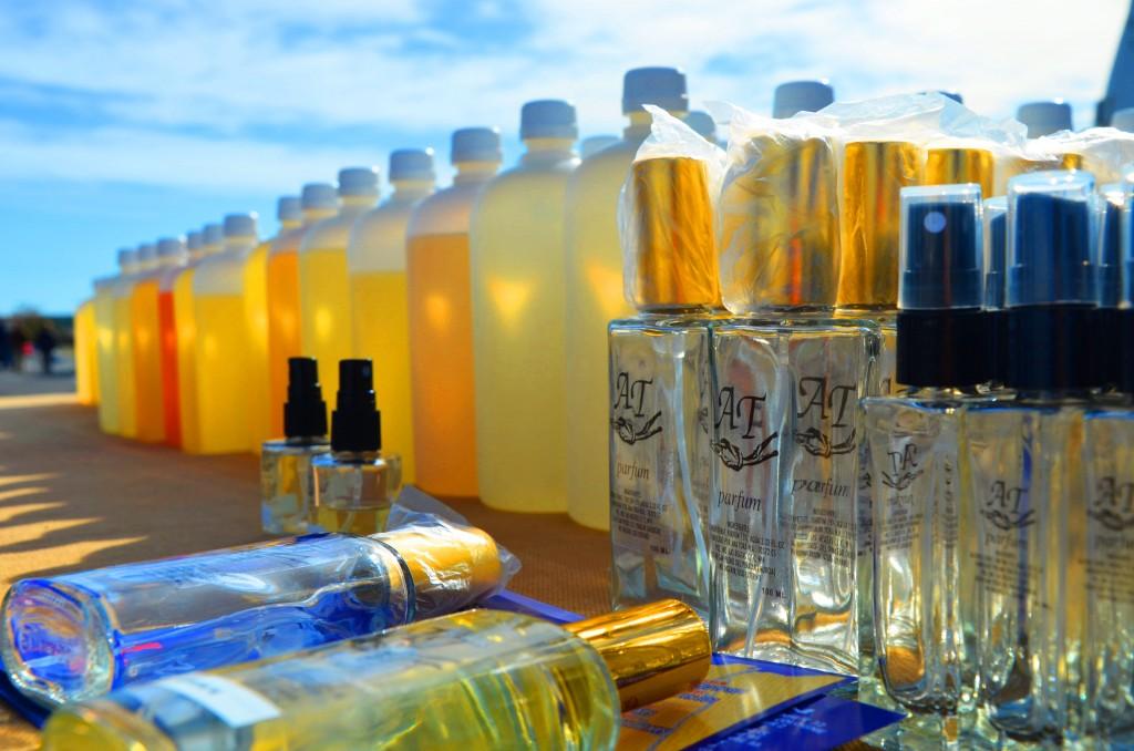 Variedad de perfumes. Mercado de perfumes en Alicante. Mercadillo Alicante