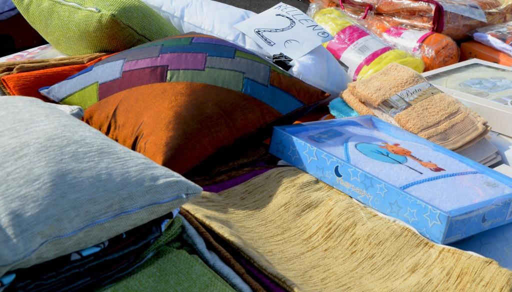 Cojines y fundas. Mercado de ropa de cama en Alicante.