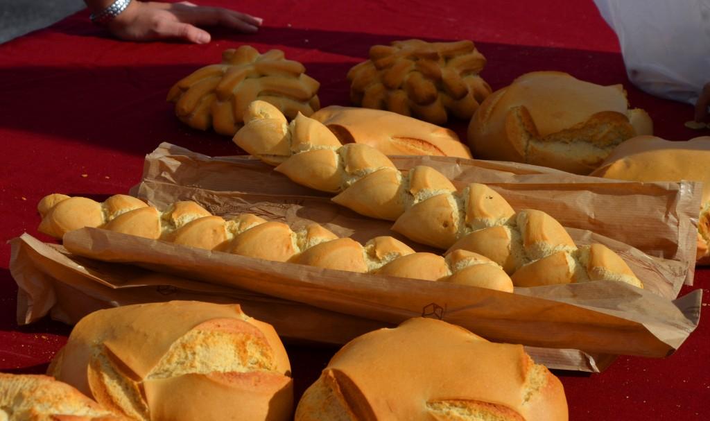 Mercado de pan y bollería en Alicante. Trenzas de pan.