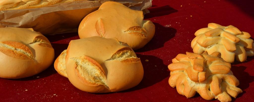 Pan de pueblo Alicante. Coca de pan. Mercado de pan y bollería en Alicante.